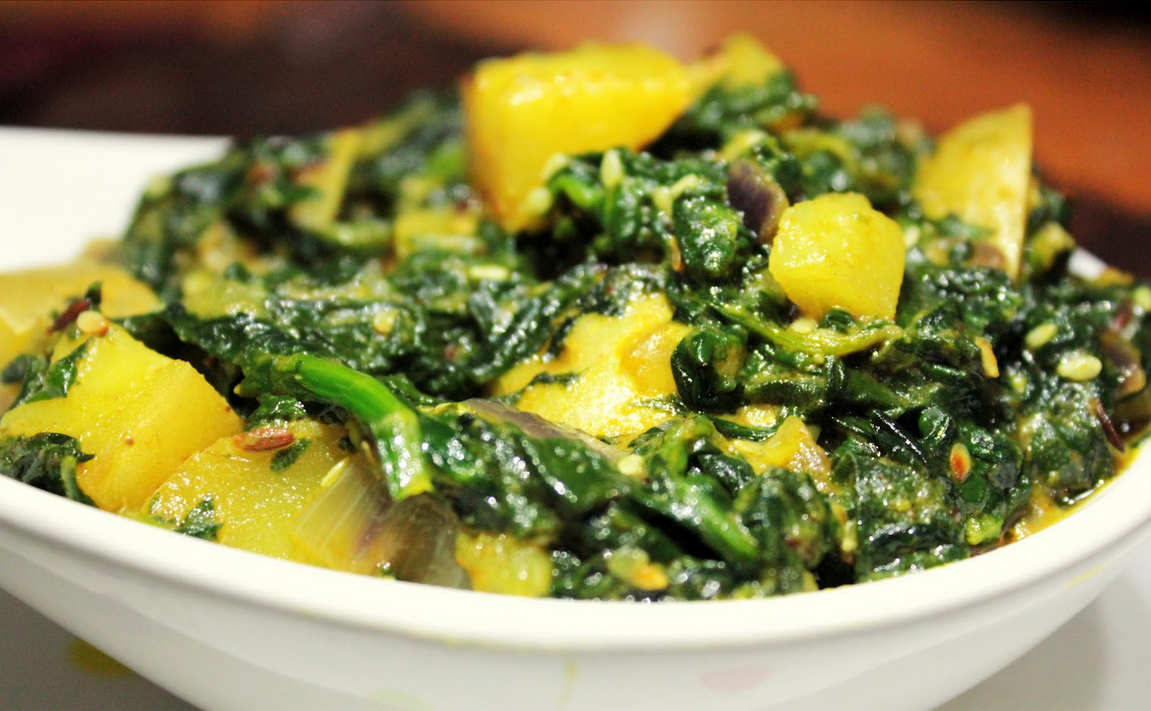 Cubetti di patate con purea di spinaci Potatoes with blended spices and cooked in spinach puree